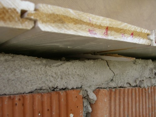 fessura tra muratura e tavolato di partenza del tetto