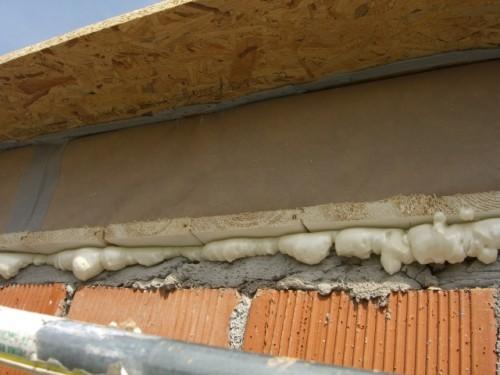 sigillare con schiuma tra tavolato e muratura