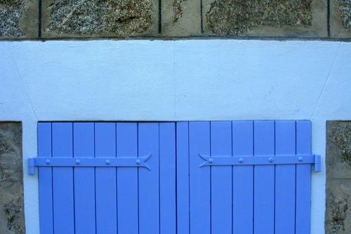 restauro casa in granito in corsica serramenti