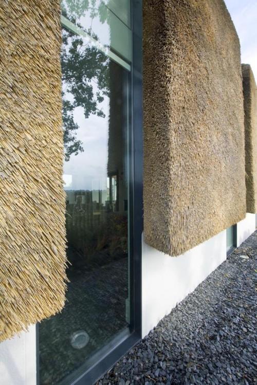 la-casa-del-futuro-tetto-in-paglia