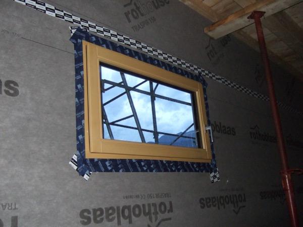 foto di cantiere - Posa serramenti in struttura in x-lam – Zona Climatica E – GG 2784 – Lavis (TN) 4