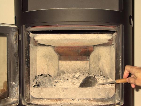accensione stufa a legna con pellet senza fumo-02