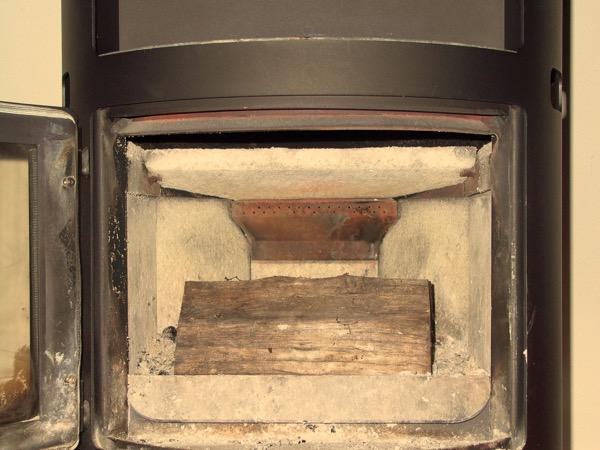 accensione stufa a legna con pellet senza fumo-04