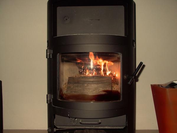 accensione stufa a legna con pellet senza fumo-16