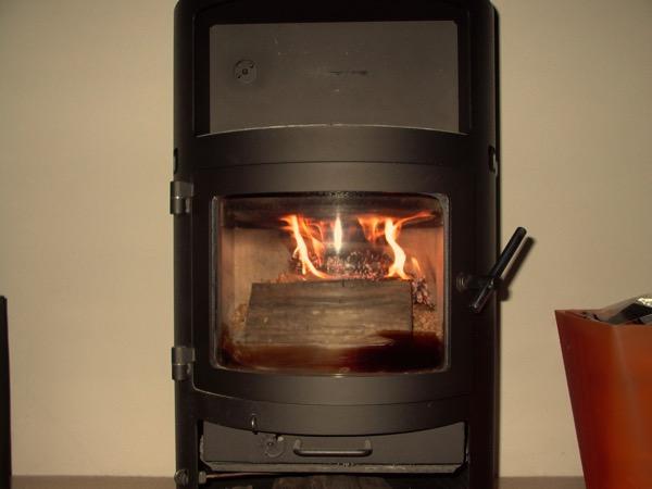 accensione stufa a legna con pellet senza fumo-17