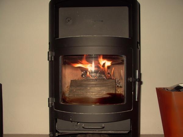 accensione stufa a legna con pellet senza fumo-18