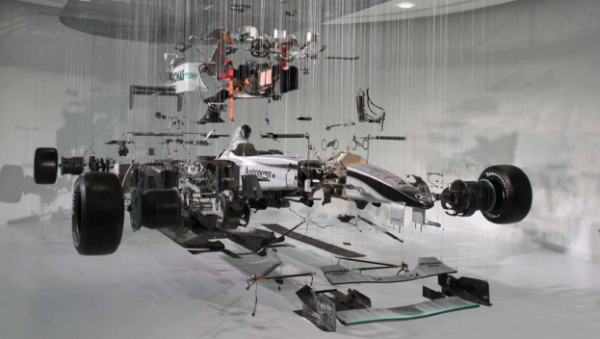 macchina-costruisce-gigafactory-2