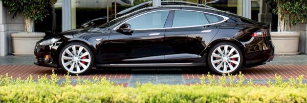 auto-elettrica-energia-fonti-rinnovabili-autonomia-supercharger-tesla