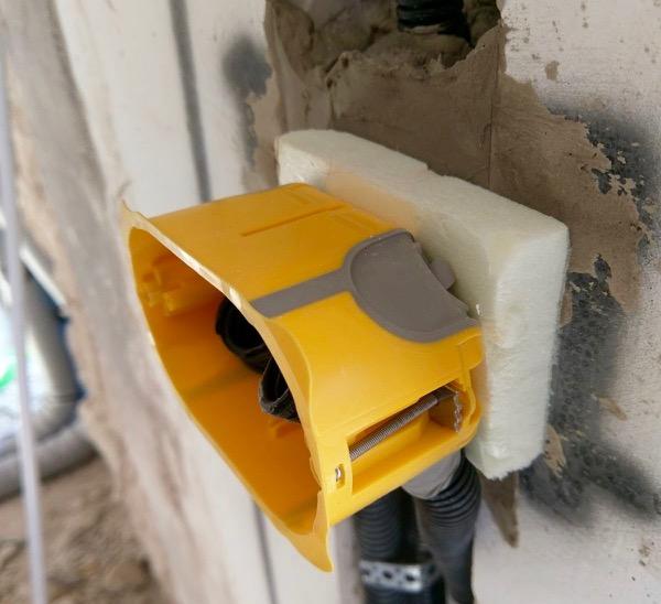 EDIFICIO & PARETE : - Isolamento interno e soluzioni per impianti elettrici 50
