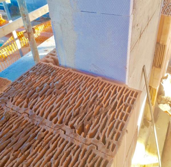 costruire in laterizio - Attenuazione del ponte termico del pilastro e gli ancoraggi per il laterizio 2