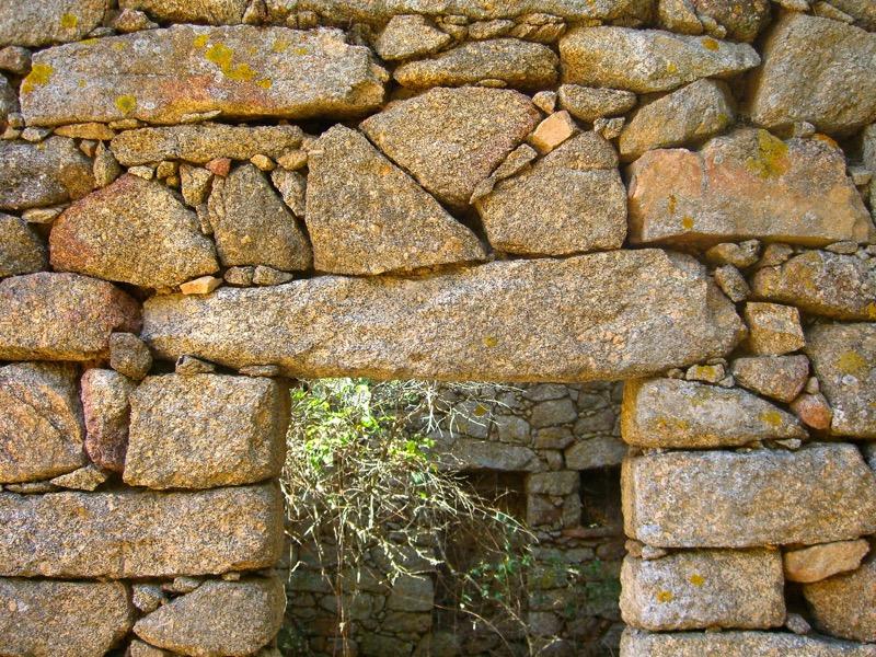 Architettura - L' isolation en granit devient une maison de vacances en Corse 40