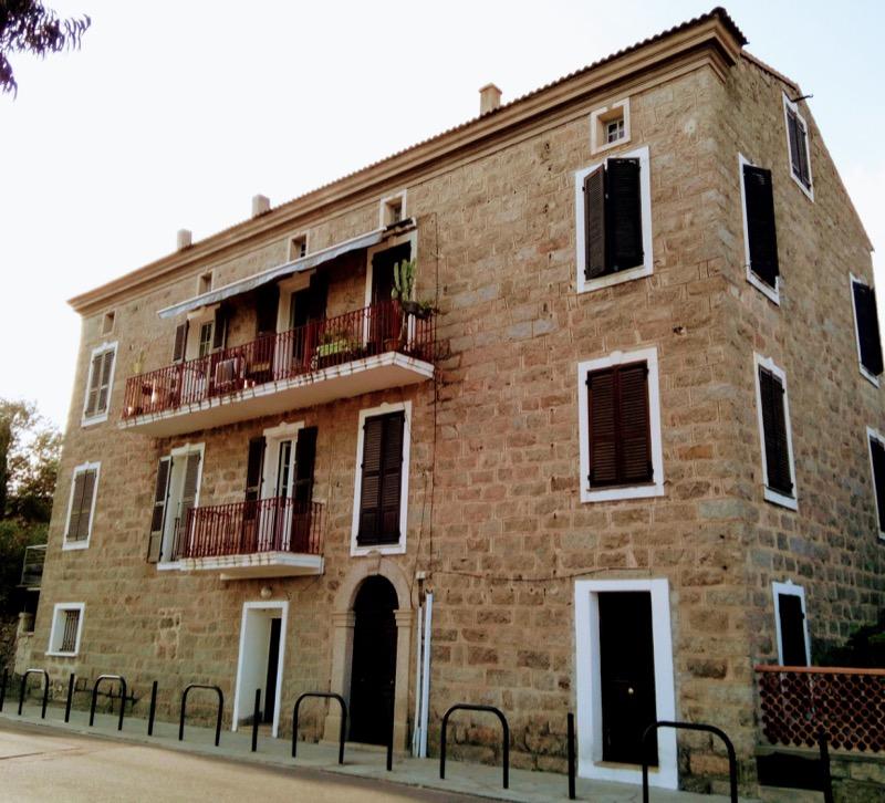 Architettura - L' isolation en granit devient une maison de vacances en Corse 30