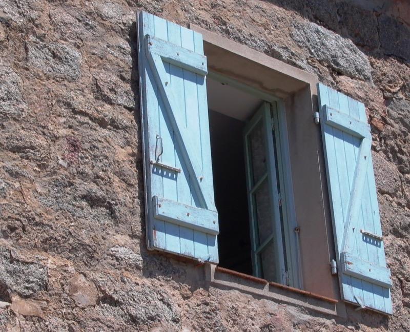coibentazione contro il caldo - L'isolamento in granito diventa casa per vacanze in Corsica 52
