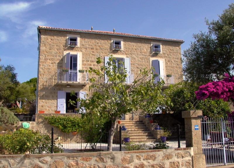 Architettura - L' isolation en granit devient une maison de vacances en Corse 158