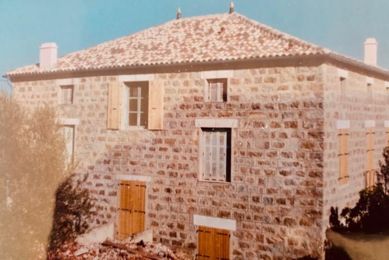 Architettura - L' isolation en granit devient une maison de vacances en Corse 192