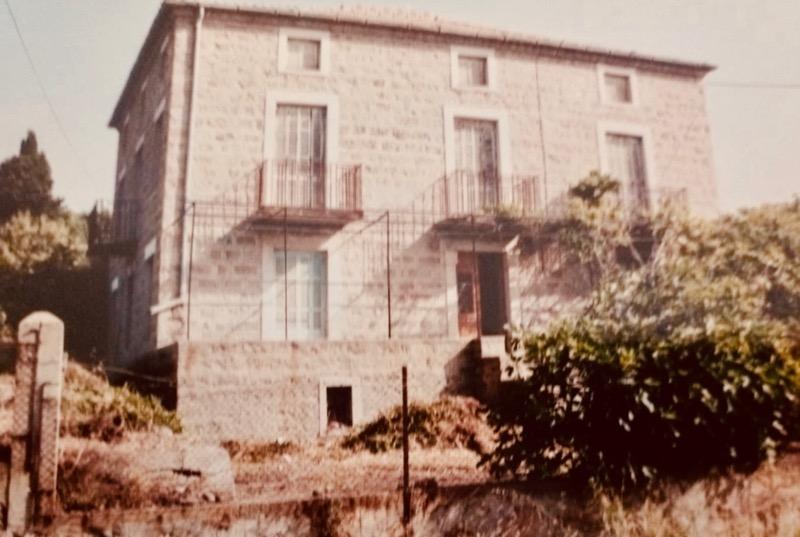 Architettura - L' isolation en granit devient une maison de vacances en Corse 156