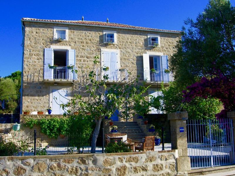 Architettura - L' isolation en granit devient une maison de vacances en Corse 148