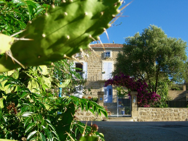 Architettura - L' isolation en granit devient une maison de vacances en Corse 170