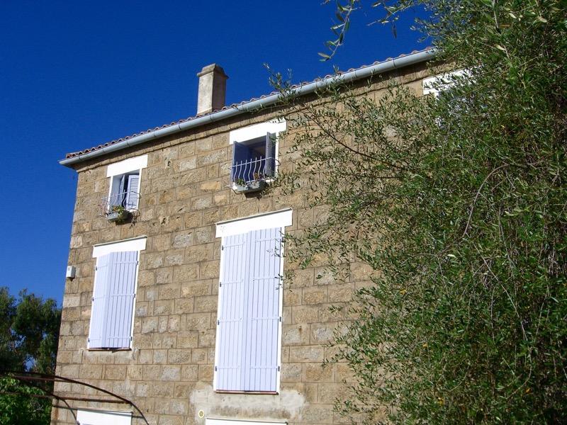Architettura - L' isolation en granit devient une maison de vacances en Corse 178