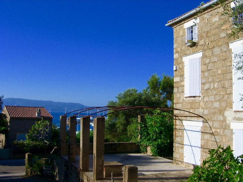 Architettura - L' isolation en granit devient une maison de vacances en Corse 176