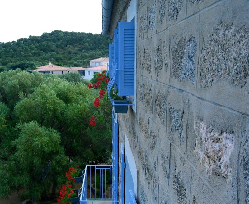 Architettura - L' isolation en granit devient une maison de vacances en Corse 162