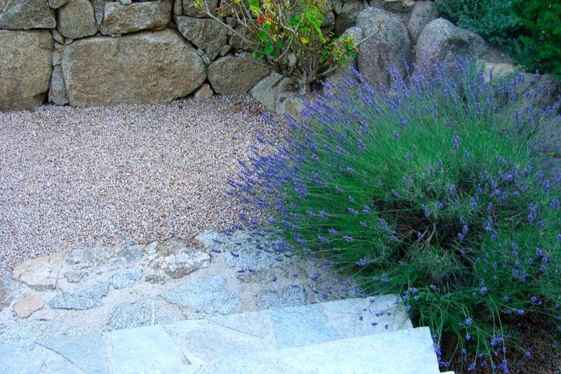 Architettura - L' isolation en granit devient une maison de vacances en Corse 202
