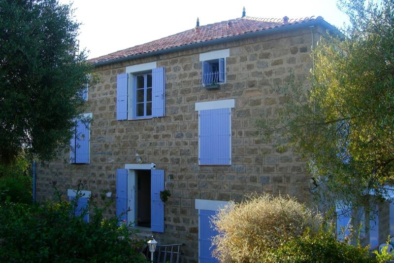 Architettura - L' isolation en granit devient une maison de vacances en Corse 198