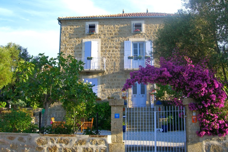 Architettura - L' isolation en granit devient une maison de vacances en Corse 88